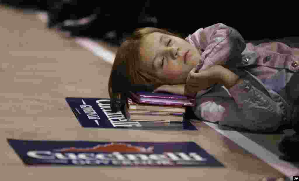 Kathryn Burkholder, 6, can't stay awake during a speech by Republican gubernatorial candidate, Virginia Attorney General Ken Cuccinelli during a rally in Richmond, Virginia, USA, Nov. 4, 2013.