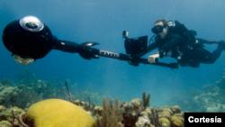 El trabajo de mapeo de los corales es llevado a cabo con tecnología desarrolada especialmente por el proyecto XL Catlin Seaview Survey.