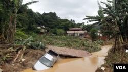 Tanah longsor yang melanda kawasan Teresopolis, dekat Rio de Janeiro, Kamis 13 Januari 2011.