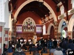 香港民眾在聖安德烈教堂內為司徒華祈禱
