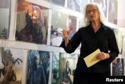 Fotografer Annie Leibovitz berbicara tentang pameran 'Women: New Portraits' yang dipesan oleh UBS di New York AS, 15 November 2016. (REUTERS / Shannon Stapleton)