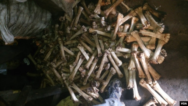 Bones from a Soweto restaurant, July, 2014. (Lenny Ruvaga / VOA)