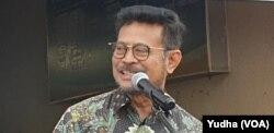 Menteri Pertanian, Syahrul Yasin Limpo, saat meresmikan pasar murah bawang putih impor dan cabai di Solo, Kamis, 13 Februari 2020. (Foto : VOA/ Yudha Satriawan)