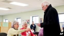 La mayoría de los donantes de Bernie Sanders son personas trabajadoras que han contribuido a la campaña con $30 dólares en promedio.