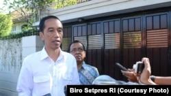 Presiden RI Joko Widodo Kamis pagi (25/5) minta warga untuk tenang dan jaga persatuan pasca ledakan bom bunuh diri di terminal Kampung Melayu Jakarta. (Courtessy : Setpres RI)