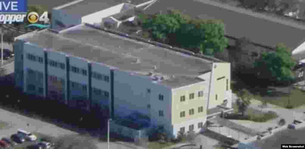 اطلاعات کے مطابق حملہ آور نے چھٹی سے کچھ دیر قبل اسکول کا فائر الارم بجایا جسے سن کر طلبہ کلاسوں سے نکل آئے جس کے بعد ملزم نے ان پر فائرنگ کردی۔