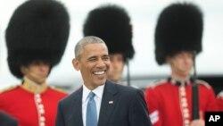 Tổng thống Obama tươi cười khi đến Sân bay Quốc tế Ottawa Macdonald-Cartier tại Ottawa, Canada, ngày 29/6/2016.