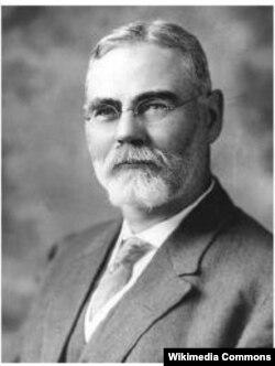 James Robert Mann fue un legislador republicano por Illinois, 1897–1922, líder de la minoría en la Cámara de Representantes de 1911 a 1919.