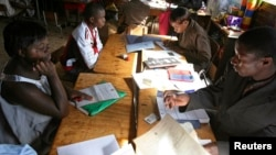 Zimbabweans register to vote during a voter registration drive in Harare, May 9, 2013.