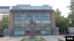 莫斯科吉尔汽车制造厂。前中共领导人江泽民上个世纪50年代曾在此实习。(美国之音白桦拍摄)