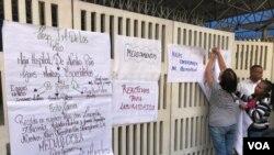 """Representantes de varios niños y adolescentes que son atendidos en ese hospital sostienen que la situación es """"grave"""". Foto: Carolina Alcalde."""