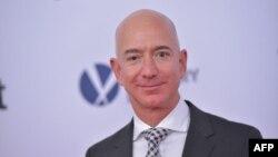 Jeff Bezos, director ejecutivo y propietario de Amazon, a su vez propietario del diario The Washington Post, ha acusado a American Media Inc., dueña del National Enquirer, de querer extorsionarlo.
