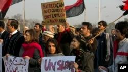 巴基斯坦示威者抗議帕夏汗大學受襲