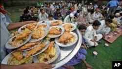 رمضان ۔۔۔'کھل کر کھانے پینے کاصرف ایک مہینہ؟'