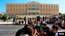 Los manifestantes bloquearon la entrada a varios edificios del gobierno, incluyendo los Ministerios de economía y trabajo de Grecia.