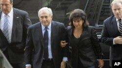 前国际货币基金组织总裁多米尼克.斯特劳斯-卡恩接二连三受到性骚扰指控