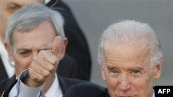 Phó tổng thống Biden nói Hoa Kỳ sẵn sàng giúp Hy Lạp bằng bất cứ cách gì mà Hoa Kỳ có thể làm