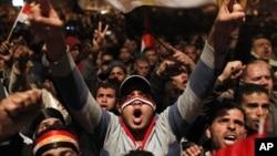 2月10日穆巴拉克讲话后抗议者继续聚集在开罗解放广场
