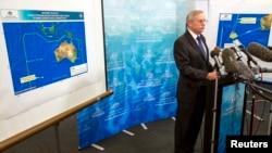 John Young, direktur Otorita Keselamatan Maritim Australia melaporkan tentang perkembangan pencarian pesawat MH370 dalam sebuah jumpa pers di Canberra (20/3).