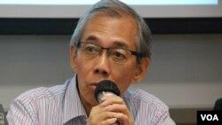王永平表示,港人不應該接受「袋住先」的普選特首方案 (美國之音湯惠芸拍攝)