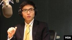 탈북자 신동혁 씨가 지난 5일 VOA 스튜디오에서 앞으로의 대북 인권 활동 계획을 설명했다.