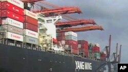 美國加州的一個貨柜集裝箱碼頭(資料照片)