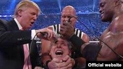 Donald Trump rasant le crâne de Vince McMahon du WWE. (Archives)