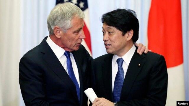 Bộ trưởng Quốc phòng Mỹ Chuck Hagel và Bộ trưởng Quốc phòng Nhật Bản Itsunori Onodera tại Tokyo, ngày 5/4/2014.