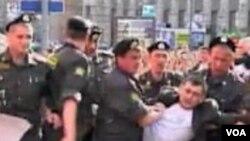 Protesti ne mogu uticati na politiku vladajuće strukture?