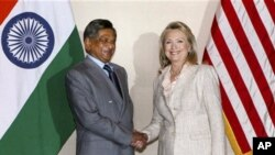 美國國務卿克林頓星期二在新德里和印度外交部長克里希納會談