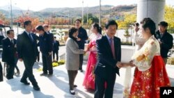 ສະມາຊິກ ສະພາ ເກົາຫຼີໃຕ້ ຢ້ຽມຢາມ ເຂດ Kaesong