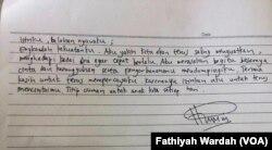 Surat yang diberikan Ketua Umum PPP Romahurmuziy kepada wartawan ketika ingin dibawa ke rutan KPK. (Foto: Fathiyah Wardah/VOA)