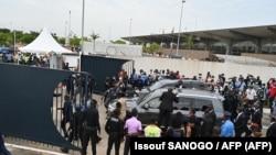 Imiduga iherekeje Gbagbo ihagurutse iva ku kibuga c'indege i Abidjan, kw'itariki ya 17/06/2021