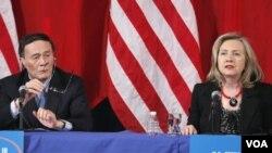 El viceprimer ministro chino, Wang Qishan, y la secretaria de Estado, Hillary Clinton, durante la reunión.
