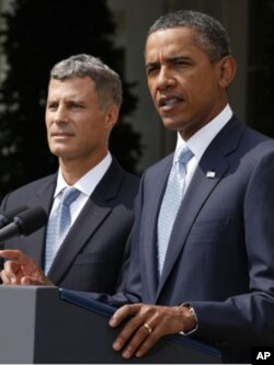 U.S. President Barack Obama (R) announces that Alan Krueger (L) will serve as the Chairman of the White House Council of Economic Advisers, at the White House, August 29, 2011.
