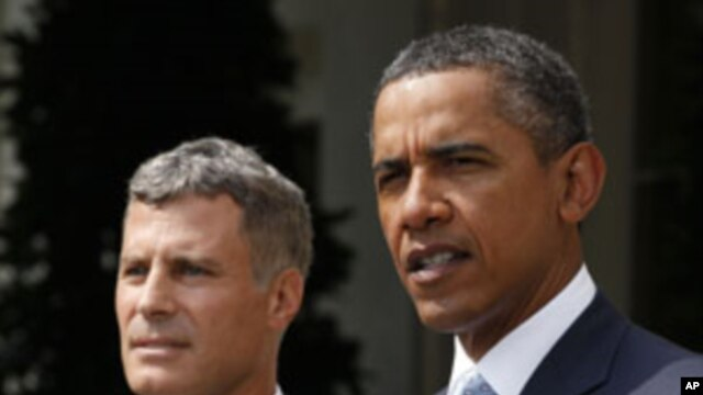 U.S. President Barack Obama (R) announces that Alan Krueger (L) will serve as the Chairman of the White House Council of Economic Advisers, in the Rose Garden of the White House, Washington, D.C., August 29, 2011.
