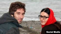 آرش صادقی در کنار همسرش گلرخ ابراهیمی