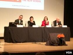 讨论会现场,左一为伊桑•科恩,右一为科恩的父亲、纽约大学法学院教授孔杰荣(美国之音 方冰拍摄)
