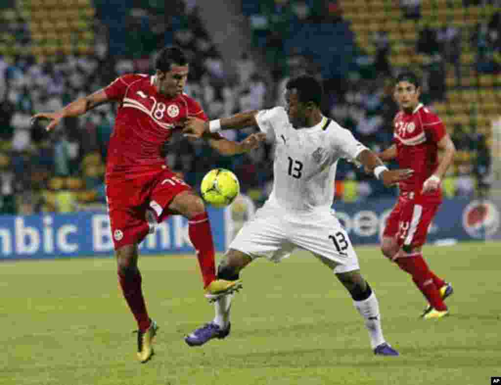 Ghana's Jordan Ayew (R) and Tunisia's Anis Boussaidi during their African Nations Cup quarter-final soccer match at Franceville stadium February 5, 2012.