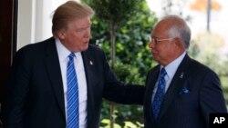 Tổng thống Donald Trump đón Thủ tướng Malaysia Najib Razaktại Tòa Bạch Ốc ngày 12/9/2017.