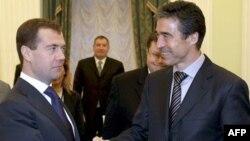 Дмитрий Медведев и Андерс Рассмуссен (архивное фото)