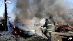 22일 시리아 알레포 반군지역에서 정부군 전투기의 폭격으로 불이 붙은 건물. (자료사진)