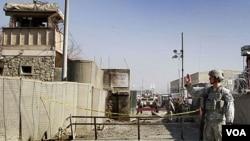 Pasukan AS melakukan penjagaan di markas NATO di Kabul, Afghanistan.
