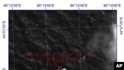 中国国家国防科工业局提供的这幅卫星图像标示出一块海面漂浮物。