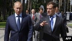 Президент Росії Дмитро Медведєв і прем'єр-міністр Володимир Путін