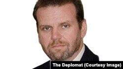 رابرت فارلی، پژوهشگر امور دیپلوماتیک در پوهنتون کنتکی
