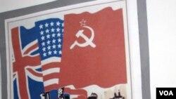 美國、英國和蘇聯在二戰中曾密切合作。蘇聯當年三國合作打擊法西斯的宣傳畫