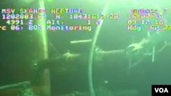 Novi poklopac na bušotini BP-ja u Meksičkom zaljevu ni dalje ne propušta curenje nafte
