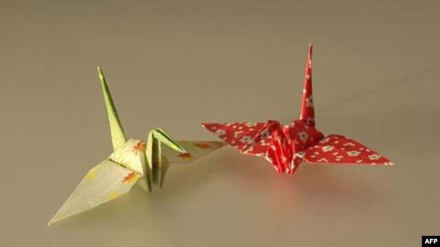 Origami, ketrampilan melipat kertas yang untuk sejumlah orang bisa menjadi cara penyembuh depresi.