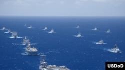 2012年环太平洋军演7月底至8月初在夏威夷及附近海域举行,有22个国家,40多艘军舰,200多架飞机,2万5千多人参加。